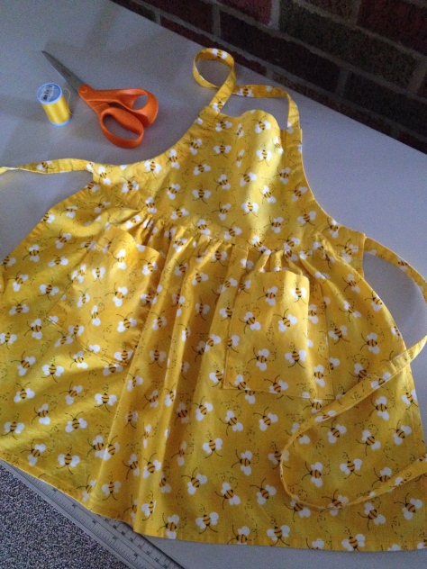 yellow_apron