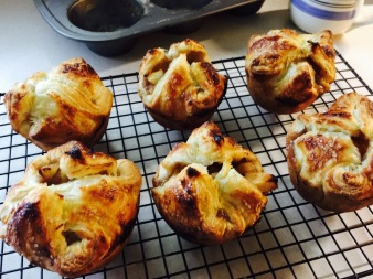 Baked apple puffs