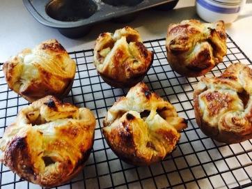 Baked apple puffs